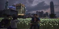 Hong Kong lights up with 25 000 roses