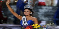 Steve Harvey incorrectly crowns Miss Universe
